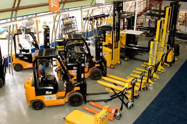 Maintenance and repair of hydraulic machinery and equipment
