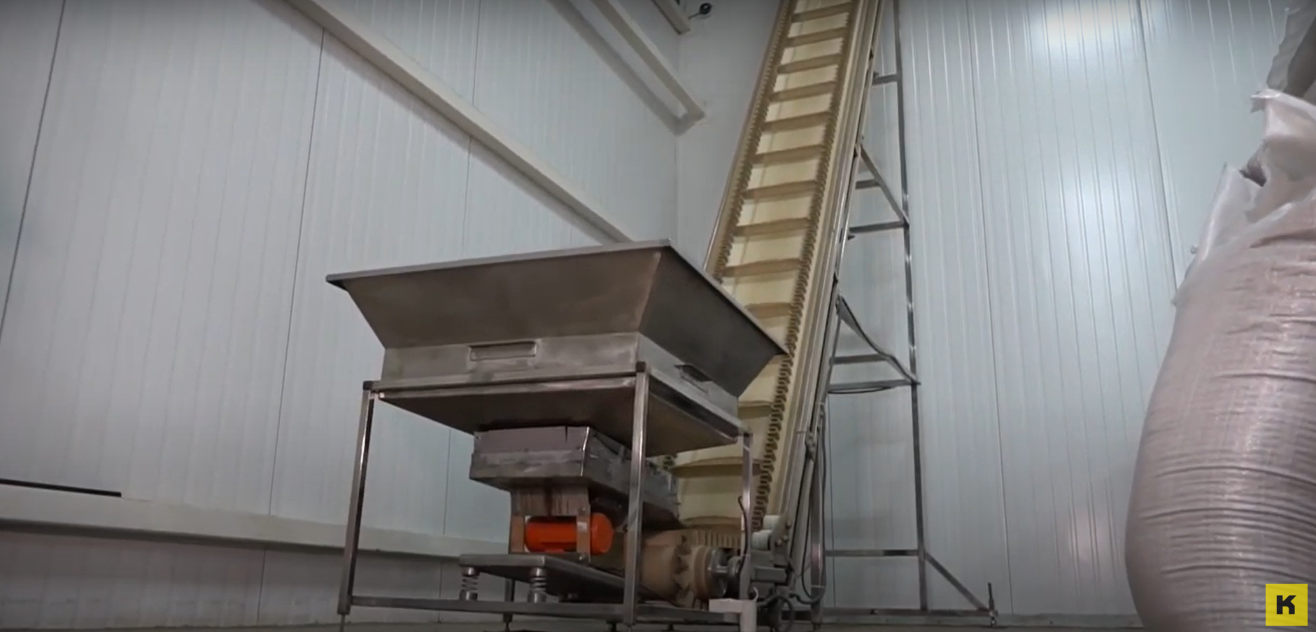 VIDEO: CONVEYOR FOR TRANSPORTATION OF GRAIN AND OTHER BULK MATERIALS + VIBROBUNKER