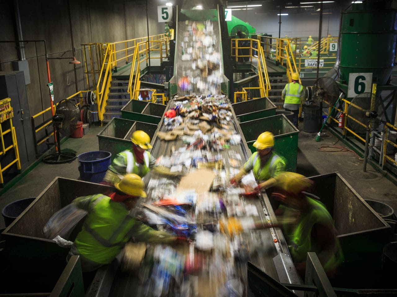 How is garbage recycled in Ukraine? Let's start with sorting.